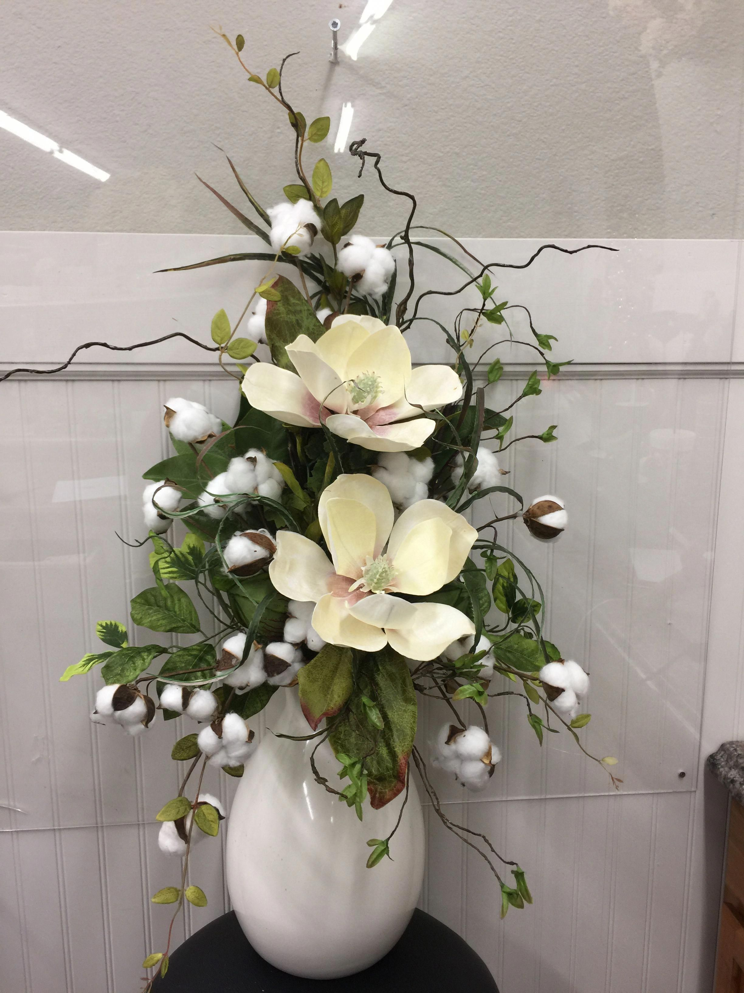 11117 Cream Magnolias In Vase With Cotton Curly Willow And Mixed Greenery Large Flower Arrangements Artificial Flower Arrangements Flower Vase Arrangements