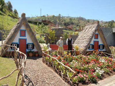 Casinhas de Santana Madeira Estilos de casa, Casas