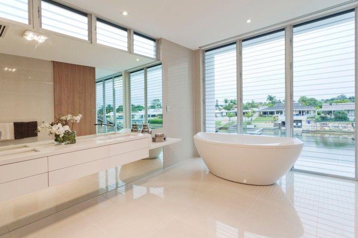 22 Bilder Von Ruhigen Und Luxuriosen Weissen Badezimmer Designs Badezimmer Innenausstattung Modernes Badezimmerdesign Luxusbadezimmer