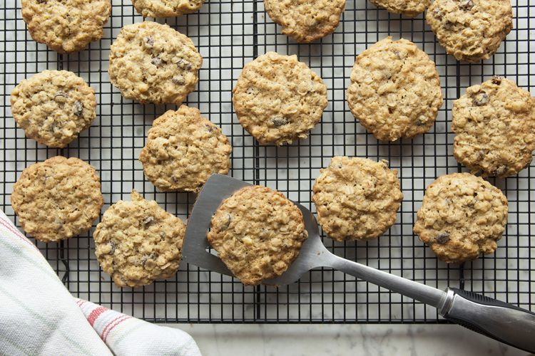 Sour Cream Oatmeal Cookies With Dates Recipe In 2020 Greek Recipes Recipes Food