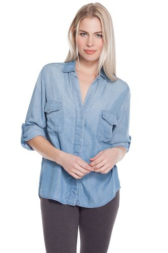 This shirt features tab sleeves, front pockets and a split back detailing.
