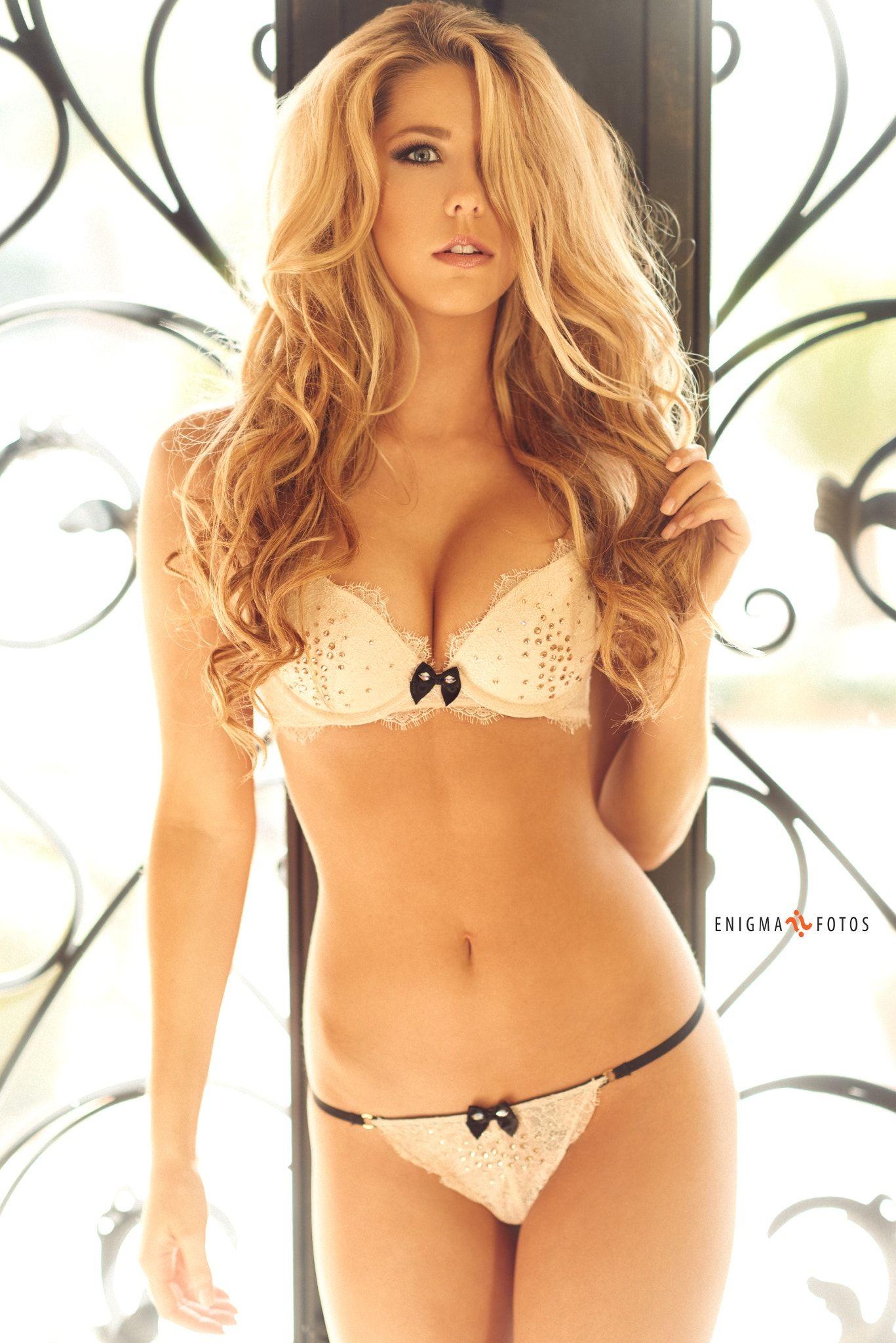 Cleavage Hollie Hoosline nude (49 photo), Bikini