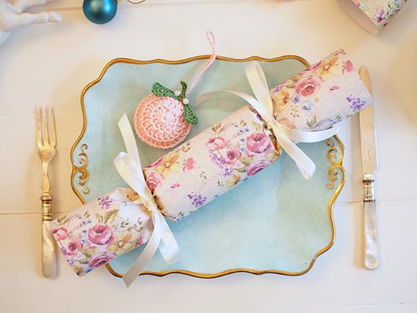 DIY Christmas crackers | Scrapbooking paper Christmas crackers ...