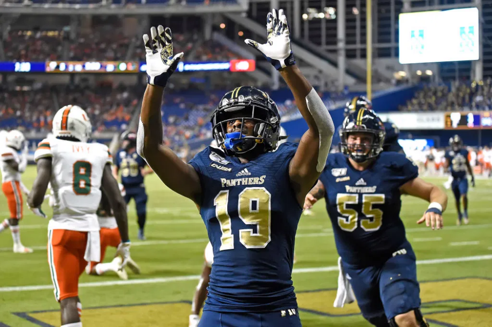 Nbc 6 College Football Preview Why 2020 Is Must Win Time For Fiu Panthers Nbc 6 South Florida Football Panthers Football Team College Football Coaches