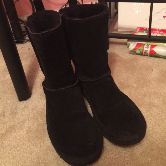American Eagle Boots Bought last year, but bought a pair of Uggs recently so I won't wear these anymore. I've only wore them a couple of times, so in great condition. Will add more pictures if necessary! Size 9. American Eagle Outfitters Shoes Winter & Rain Boots