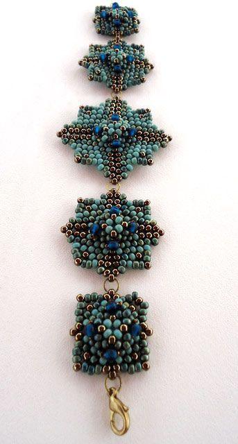 Peyote beadwoven bracelet by Ella Des (ellad2 on flickr). Tutorial on her website.