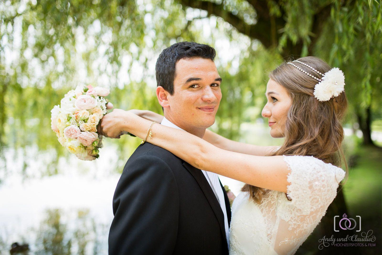 Hochzeitsfotos im Englischen Garten in München, nach standesamtlicher Trauung in der Mandelstraße