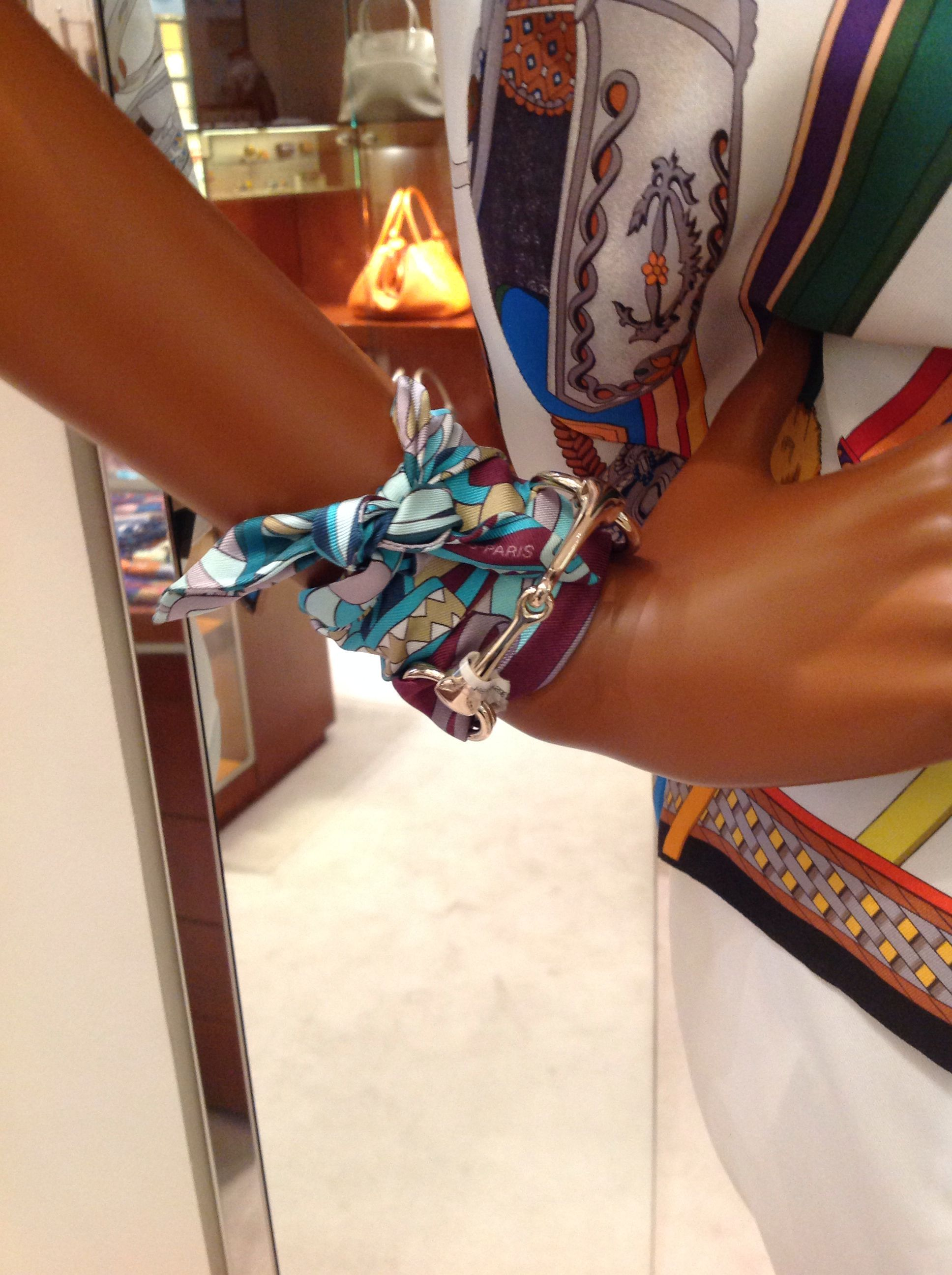 A twilly and scarf ring hermes and shawls pinterest for Hermes tuch binden