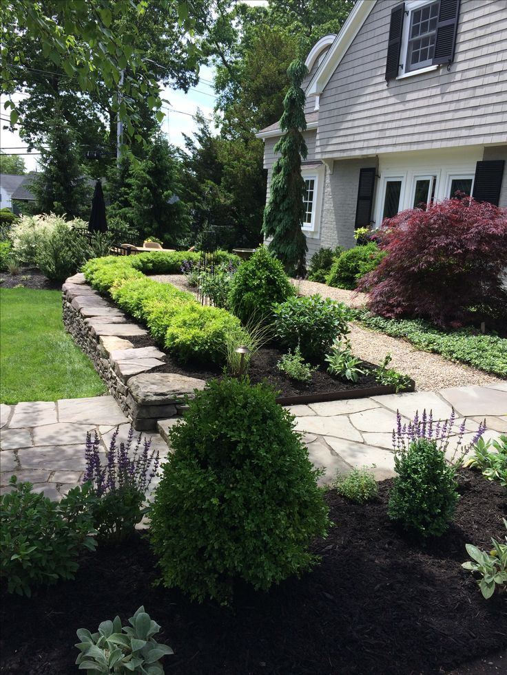 By Carey Ezell Landscape Design. Formal Garden with boxwood and flagstone pathways and gravel courtyard #flagstonepathway