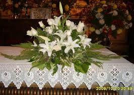 Adquiere los mejores arreglos florales para altar de iglesias desde 600 Bs F