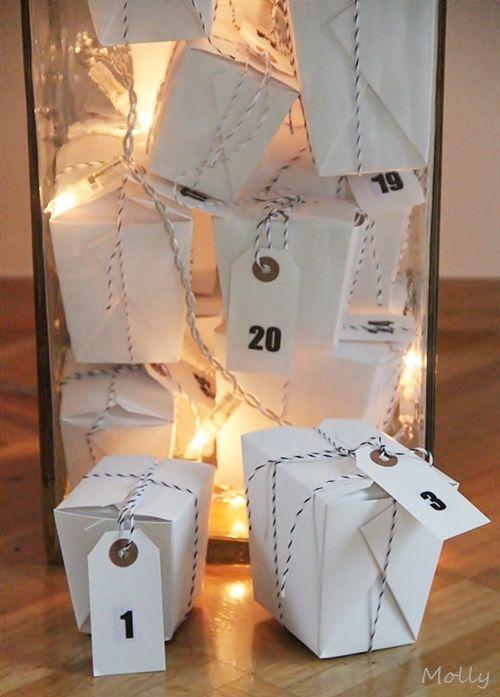 Mollyone hat einen sehr modernen Adventskalender im *Glas* geschaffen. Ganz in #weiß und mit #Geschenkanhängern von @Nauli