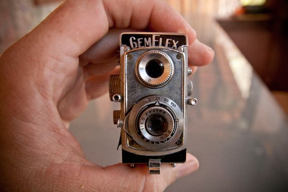 Learn How To Use Old Cameras As Repurposed Objects Antique Cameras Old Cameras Vintage Cameras