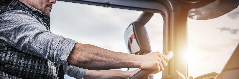 Https Www Truckdriverrecruitingcompany Com Wp Content Uploads 2019 05 Truck Driver Long Haul 500 Jpg Hire Local Truck Driver Driving Jobs Truck Driving Jobs