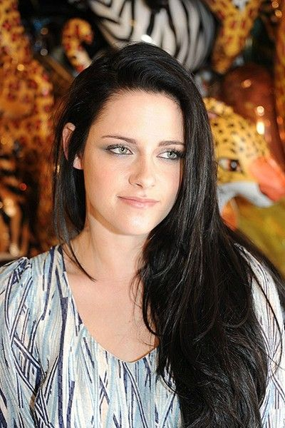 Gorgeous I Am Loving Her Long Dark Hair Beautiful Hairstyle For Girl Kristen Stewart Kirsten Stewart