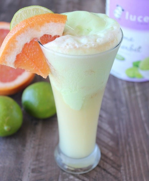 Grapefruit Lime Sherbet Float Recipe | Summer cocktail recipe made with fresh grapefruit juice & fresh lime juice.