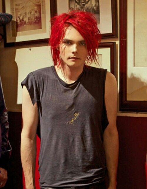 Gerard Way Wont Get Tattoos Because Of A Fear Of Needles Thats Adorable Gerard Way My Chemical Romance Gerard Way Red Hair
