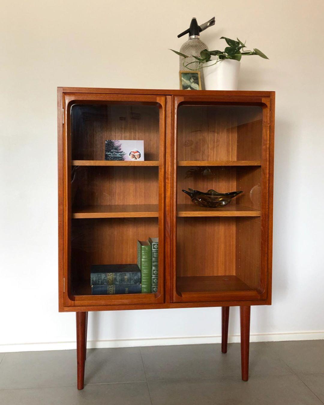 Mid Century Lane On Instagram Beautiful 1970 S Mid Century Retro Chiswell Teak Display Bookcase Cabinet With Gl Display Bookcase Glass Cabinet Doors Bookcase