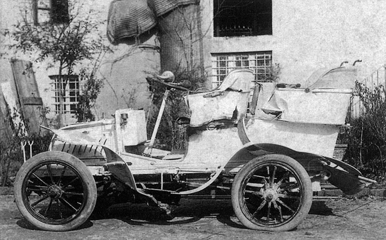 This photograph shows Puccini's postaccident in 1903. The