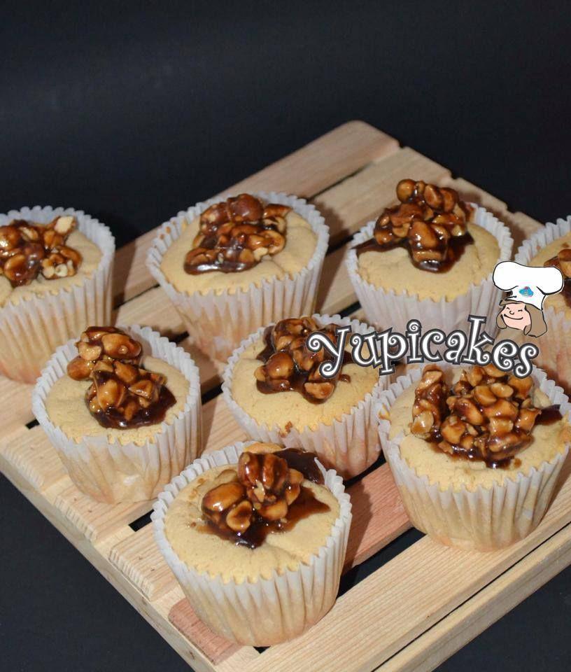 Cupcakes de maní con ganache de caramelo y maní #yupicakes #cupcakes #sabor #sonrisas