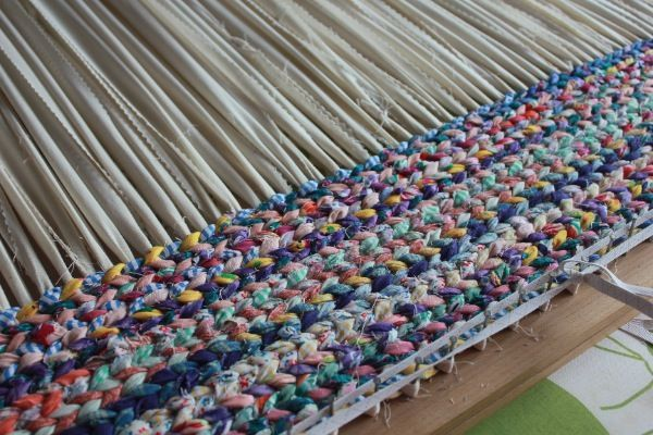 Twined Rug With Instructions Great Way To Upcycle Jeans And Other Clothes Cut Into Strips For Rags Rugs