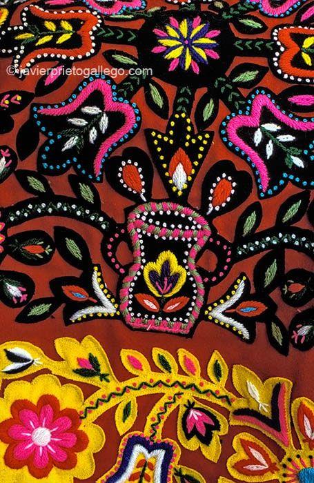 Bordado Del Traje Típico De Carbajales De Alba Zamora Siempre De Paso Bordado Bordado Popular Arte Popular Mexicano
