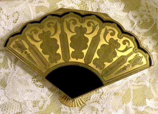 Vintage Powder Compact Henriette Fan Shaped