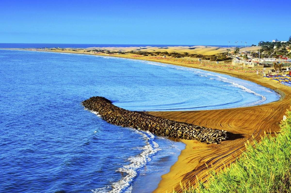 Auf zum Strand Die Kanaren werden nicht umsonst die Frühlingsinseln genannt. Badeurlauber kommen an den weißen Sandstränden der Insel ganzjährig auf ihre Kosten.