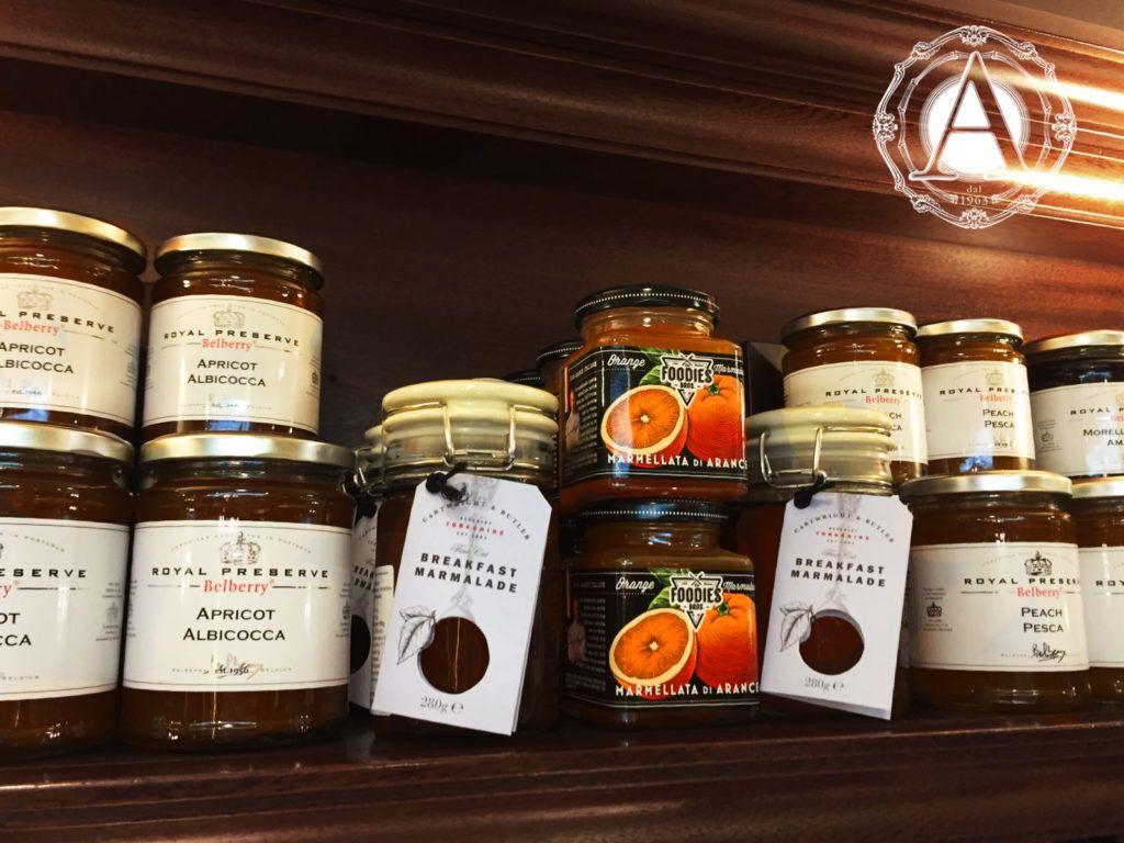 Un dessert particolare? Una colazione raffinata? Un abbinamento al top del gourmet? Vieni a provare le marmellate Belberry da Alba Caffè e scopri tutte le loro caratteristiche sul nostro blog. #marmellate #marmalade #confiture #belberry