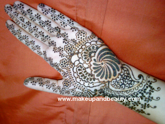 Mehndi Hands With Mobile : Henna mehendi: facts medicinal uses and some designs mehendi