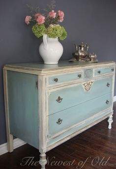 i like the blue color paired with antique white and the color of the
