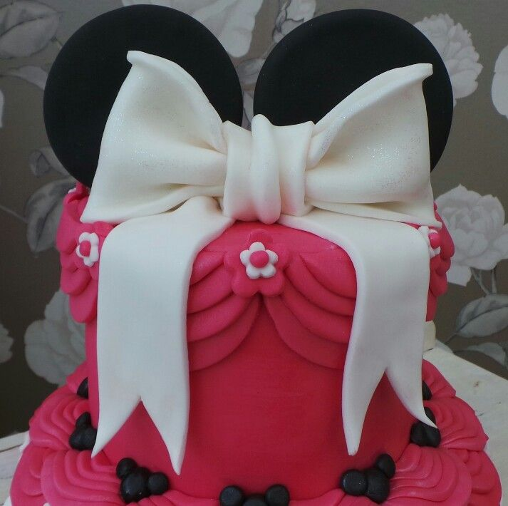 Top tier of minnie mouse cake