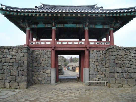 not quite japanese but fits the theme well and come on thats gorgeous - Minecraft Japanese Gate
