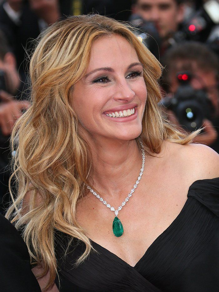 A barefoot Julia Roberts rocks the Cannes red carpet--dress code be damned:  https://t.co/iCKunG3FeA https://t.co/NqqAwgKLsb