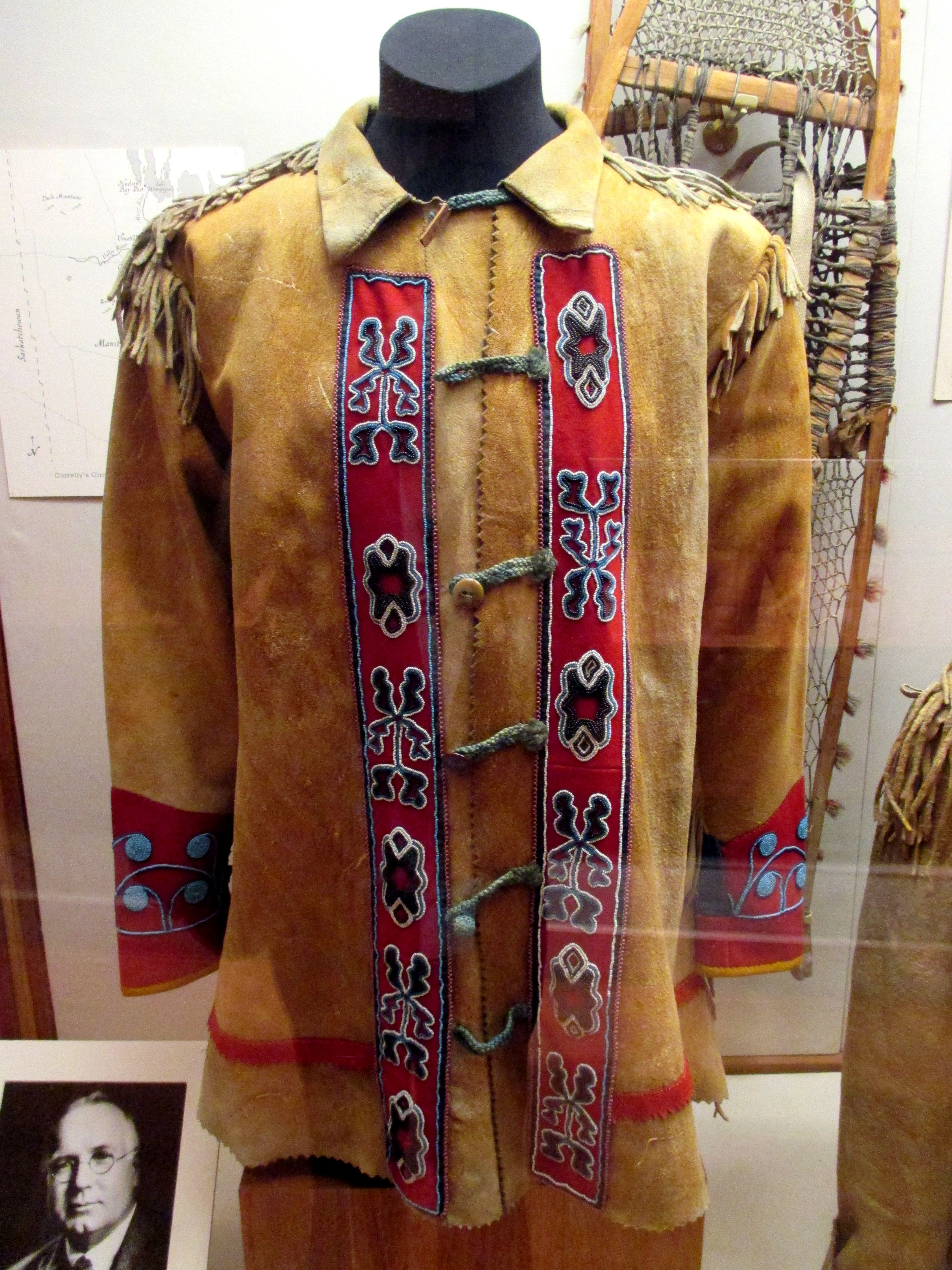 The dress he wore toronto - 1880s Ojibway First Nations Or M Tis Beaded Skin Coat At The Royal Ontario Museum