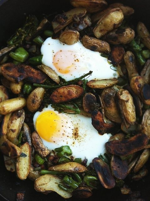 skillet hash: fingerlings, pancetta, onion, broccoli, egg & rosemary