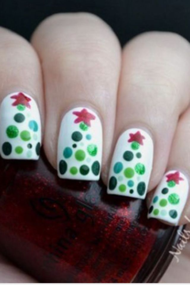 Christmas tree nails...would be cool with one tree and the rest just - Christmas Tree Nails...would Be Cool With One Tree And The Rest