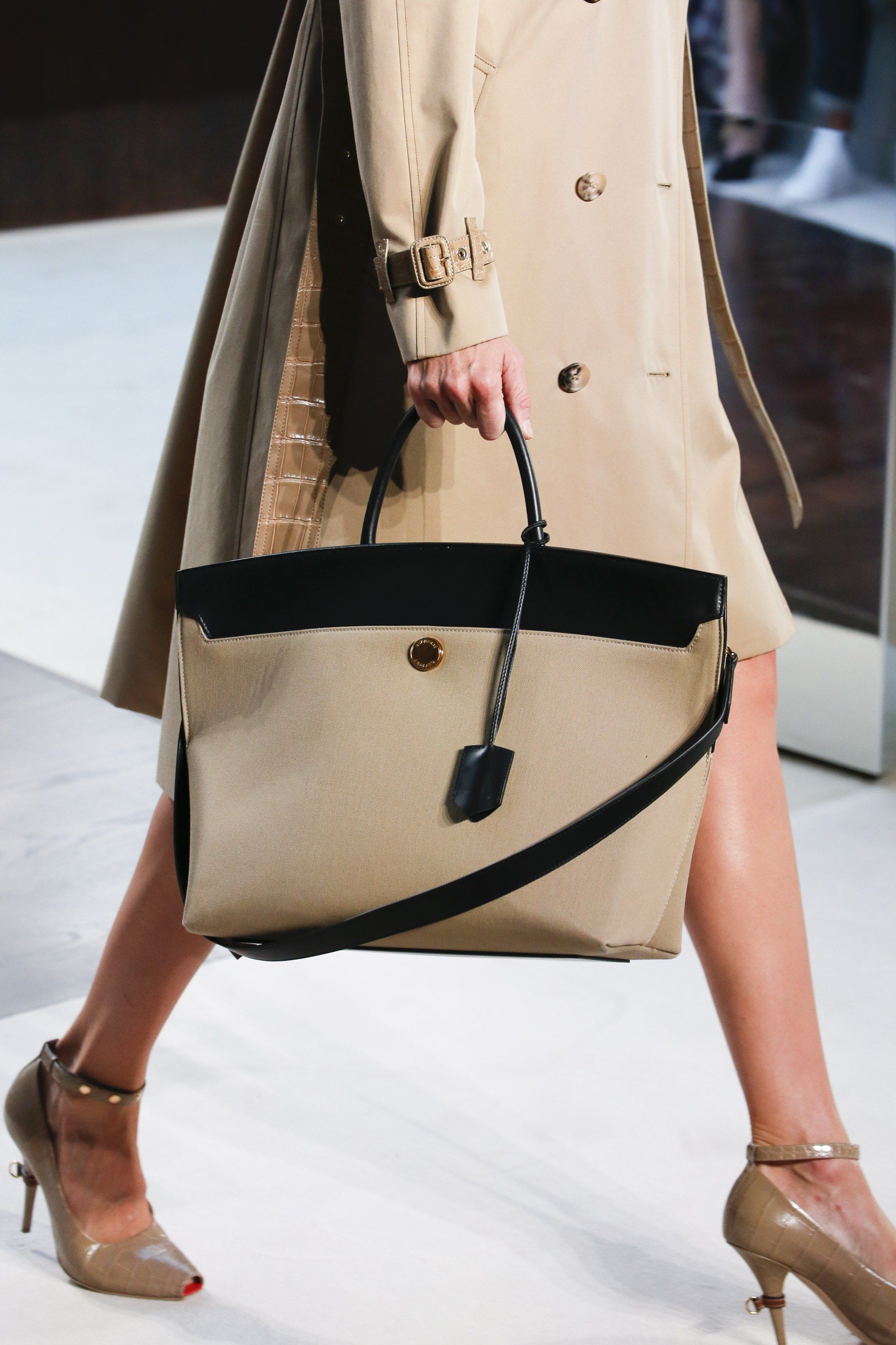2019 year for girls- Prorsum burberry accessories spring summer collection