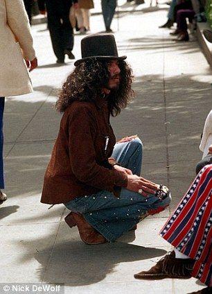 A Retro Glimpse Of San Francisco Street Life As Buskers Bongo Players And Impressive Bouffants Throng The City By The Bay San Francisco Streets Hippie Fashion Men Youth Fashion