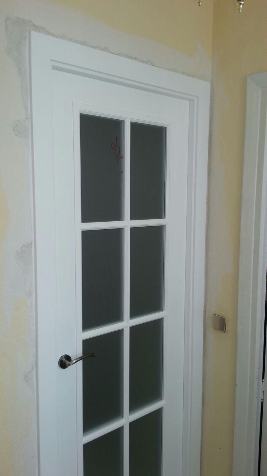 Puerta lacada en blanco modelo fontana y v8 cristal for Precio puertas macizas lacadas en blanco