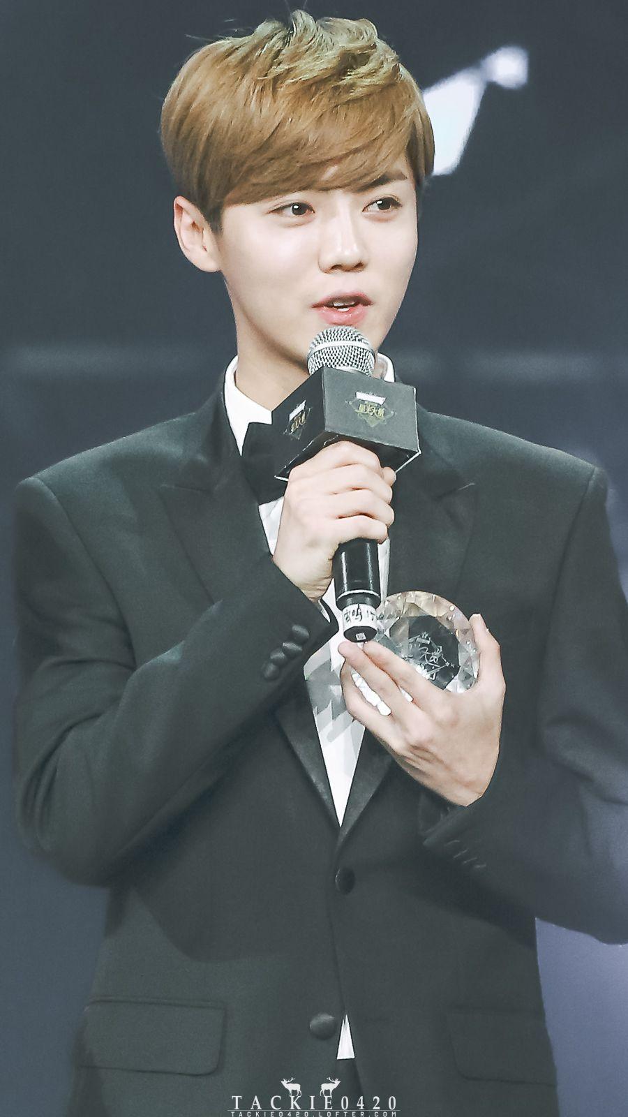 "LuHan 鹿晗|| 161210 LuHan Won ""Asia All-Round Artist Award"" at Tencent Star Awards 鹿晗""亚洲全能艺人""-腾讯视频星光大赏 [Cr:Logo]"