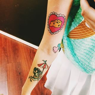 Don T Even Get Us Started On Her Tiny But Adorable Tattoos Melanie Martinez Melanie Carousel Tattoo