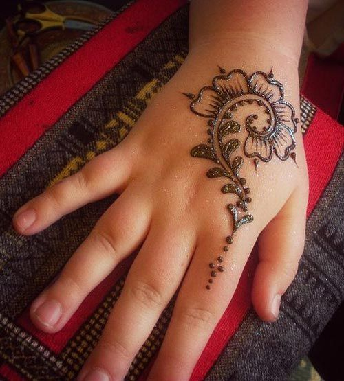 1a244938b56f3 new-and-simple-easy-kids-mehndi-designs-2017-2018-henna-style-for-children -hands