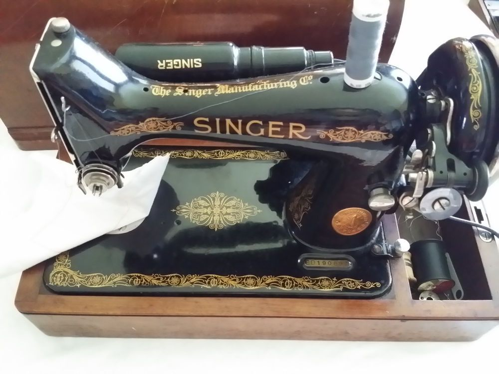 VINTAGE SINGER ALL METAL SEWING MACHINE PLUS WOODEN DOME TOP Amazing Sewing Machines Plus