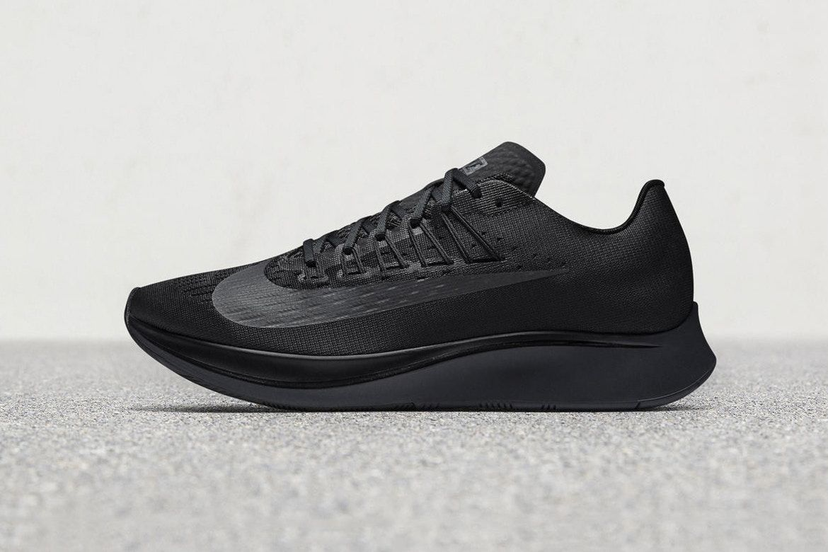 e7fadc1a068d41 A First Look At The Nike Zoom Fly Triple Black + Release Date Tenis
