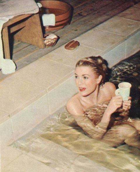 graceandfamily:Grace Kelly on the set of The Bridges At Toko-Ri.    OMG! was she really NUDE?