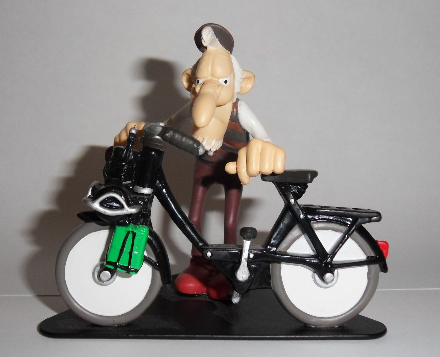 figurine en r sine de la c l bre joe bar team velosolex du br sil pinterest joes bar. Black Bedroom Furniture Sets. Home Design Ideas