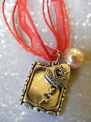 Win this one of a kind photo frame necklace.  Ends 1/24/12