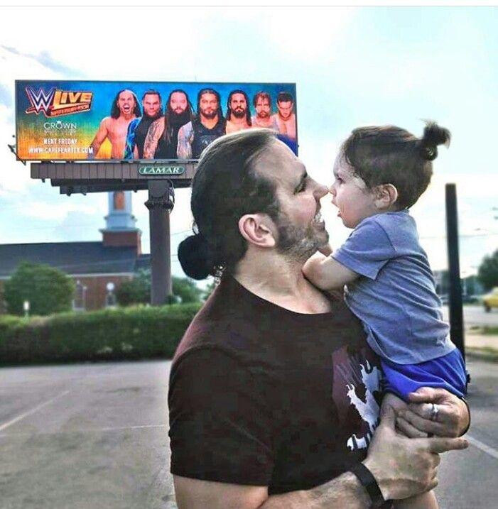 Matt Hardy with his son Maxel | Hardy boys wwe, The hardy ...