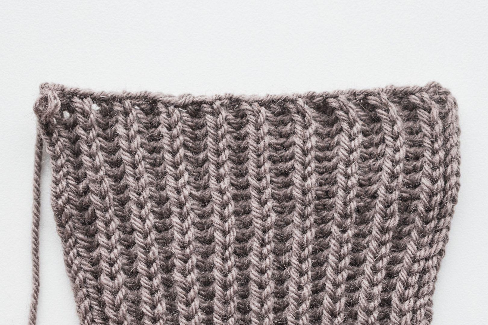 Headband in English rib with a twist | Knit headband ...