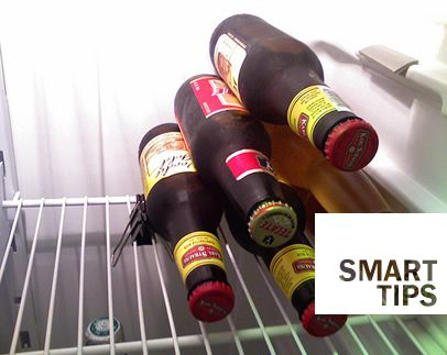 With a paper clip it will be easy to order the bottles in the fridge!  --  Con una pinza da documenti anche le bottiglie in frigo staranno in ordine!
